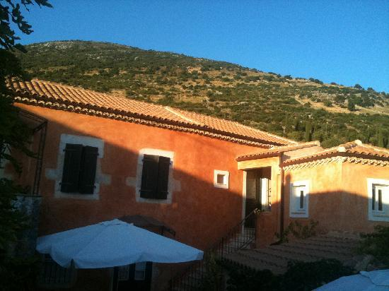 Museum Hotel George Molfetas: Sunset light on the hill above the hotel