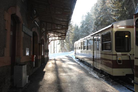 Hotel Le Grand Chalet: Le terminus du train à crémaillère