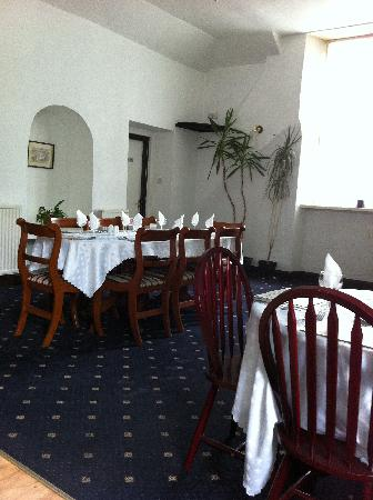 The Riverside Country Inn: Dining area