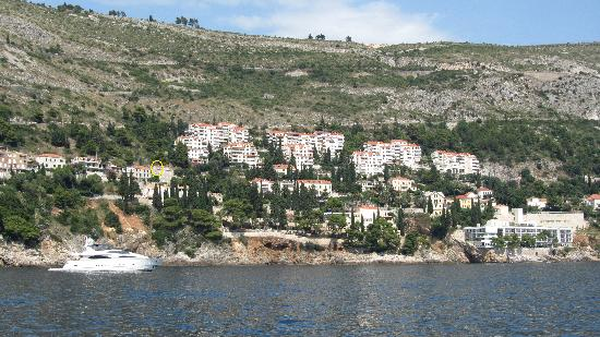 Pavisa Apartments: View of the apt from the Lokrum Island ferry