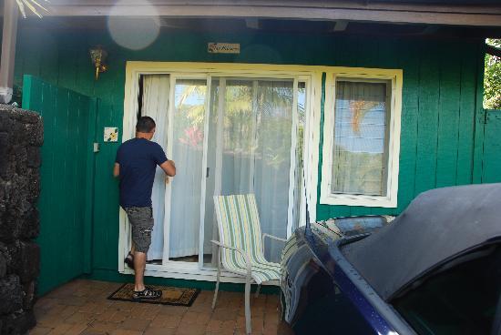 Kauai Cove: Going into the cottage