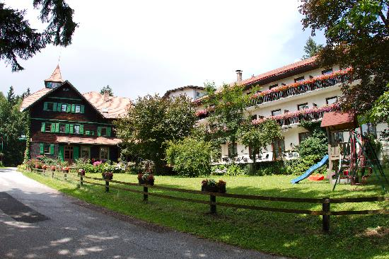 Czerwenka Hotel: Hotel Czerwenka is situated in a clearing on top of an Austrian hillside.
