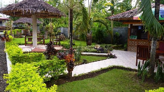 Calape, Filipinler: Lawn at the resort