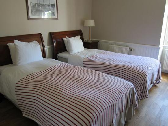 ساندهام سيجلارهوتل: Clean, but small room.  Beds can easily be pushed together.