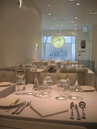 Alma-Henrique Sa Pessoa : Dinning Room