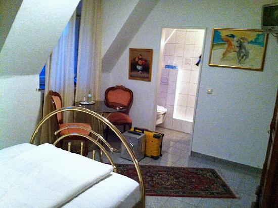 Hotel Busche: Room / bathroom