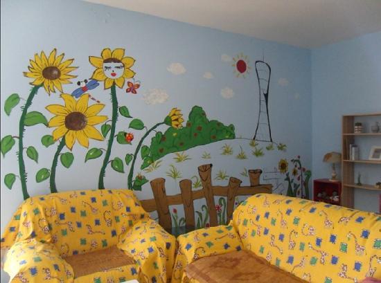 Sunflower's Home Hostel: Living room