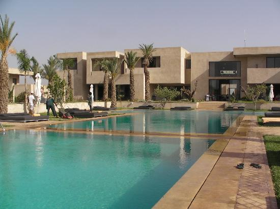 Sirayane Boutique Hotel & Spa: Vue de la piscine et du bâtiment principal