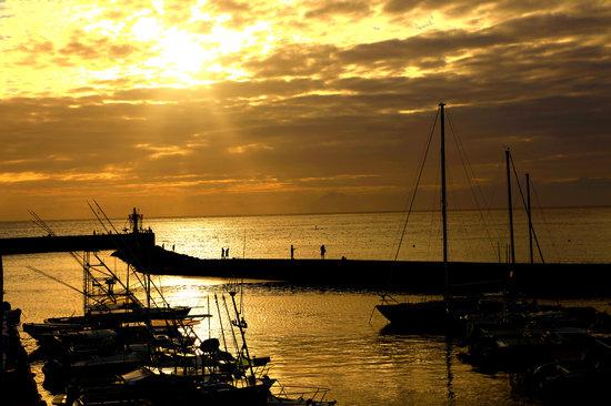 Reunión: coucher de soleil port de St Gilles