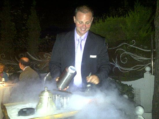 Danai Beach Resort : Making sorbet at the table !