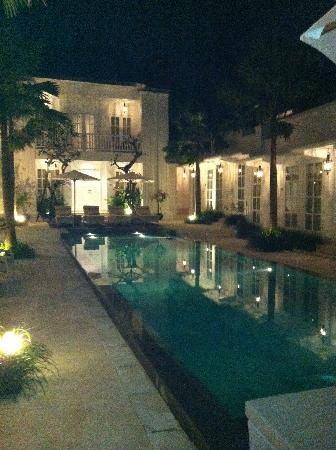 The Colony Hotel Bali: My own shot of the pool in the evening