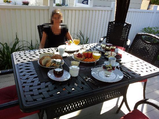 Couette & Cafe aux Douceurs de France: Un petit déjeuner somptueux !