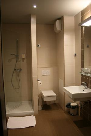 Birokrat Hotel : Baño