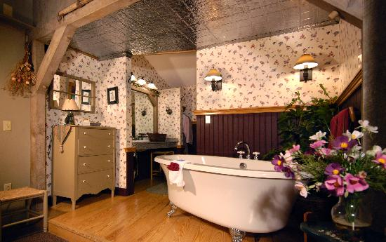 Wrens Nest Village Inn: Premium Jacuzzi Suite