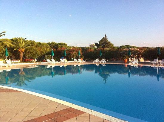 Club Hotel & Residence Le Palme: Vista Piscina
