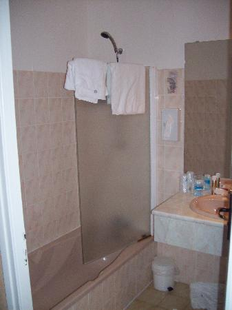 Auberge La Chaumiere: Salle de bain