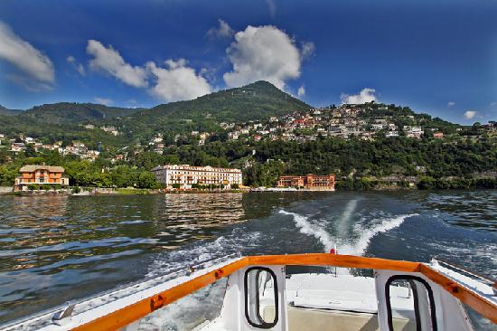 Villa d'Este : Blick auf die Hotelanlage vom See aus
