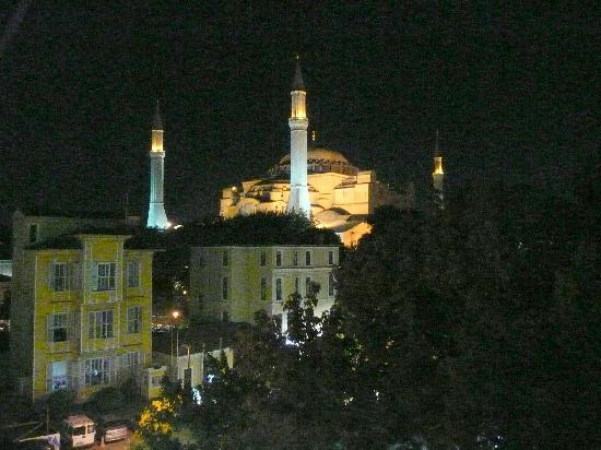 Kervan Hotel: Aya Sofya from the terrace at night.