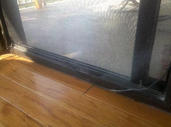 Shorewood Villas: Patio door is falling apart. Doesnt seal either so airconditioner was always running.