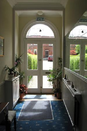 Oaklodge Bed & Breakfast: Oaklodge entry hall
