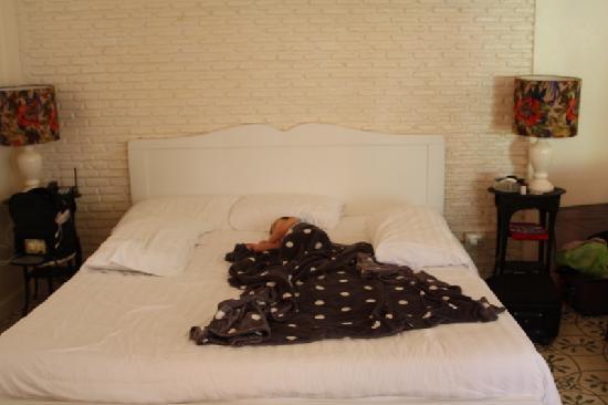 The Hen Hua Hin: Bed