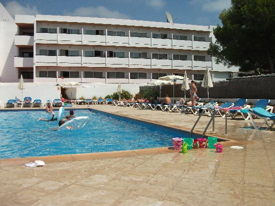 Hotel Anfora: The 2nd pool at the back of the hotel.