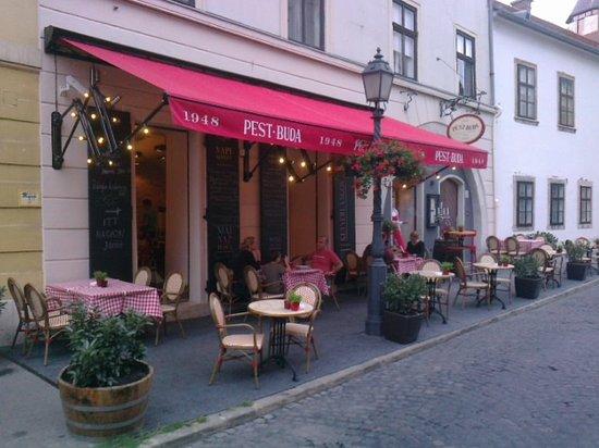 Pest-Buda Bistro: entrance