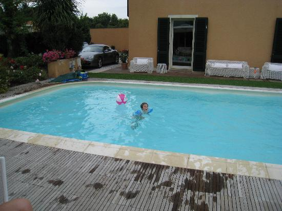 Casa San Rocco: Kids time at the swimming pool