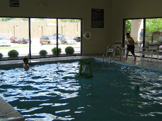Sleep Inn & Suites Hagerstown: Indoor Heated Pool