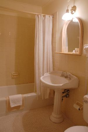 Sugarbush Inn: Bathroom