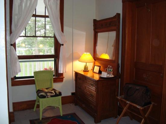 Wellesley Hotel and Restaurant : room with waterview