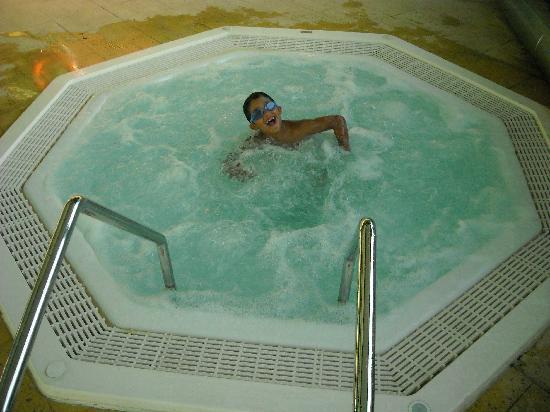 โรงแรมทิโวลิอเรียนเต: Piscina Jacuzzi