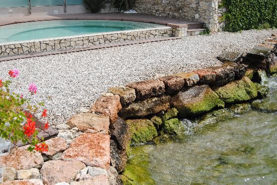 Hotel Vega: Whirlpool next to lake