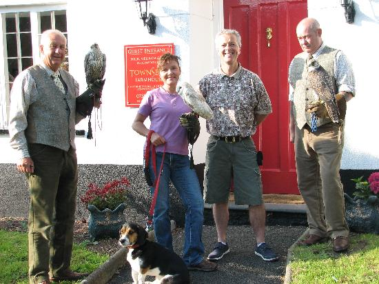 Townsend Farmhouse B & B: Guests from Hawkeye - 2nd visit with beautiful birds!