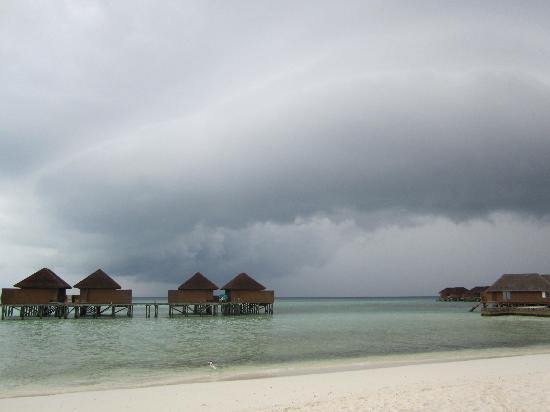 Veligandu Island Resort & Spa: Stormy