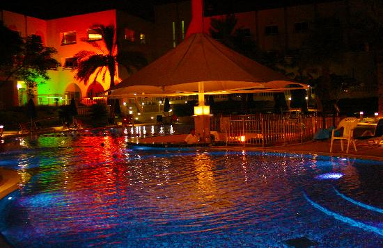 Mafraq Hotel Abu Dhabi: loving the night view of the pool