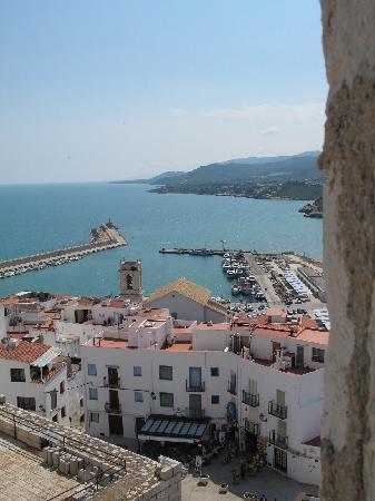 Castillo Templario Ponteficio: Peniscola marina seen from castle rooftop