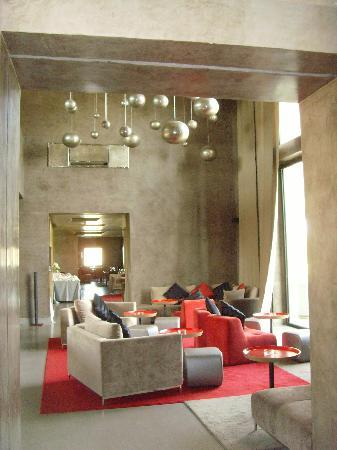 Sirayane Boutique Hotel & Spa : The modern bar
