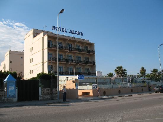 Burriana, Испания: Hotel Aloha as seen from street