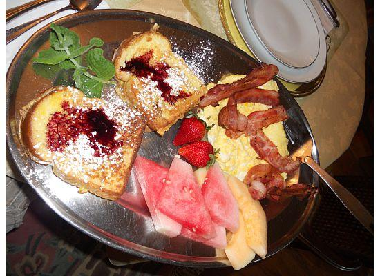 Villa Alexandrea Bed & Breakfast: French toast stuffed with ricotta and blueberry drizzle