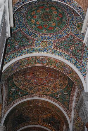 Cathedral Basilica of Saint Louis: Glass mosaic ceilings