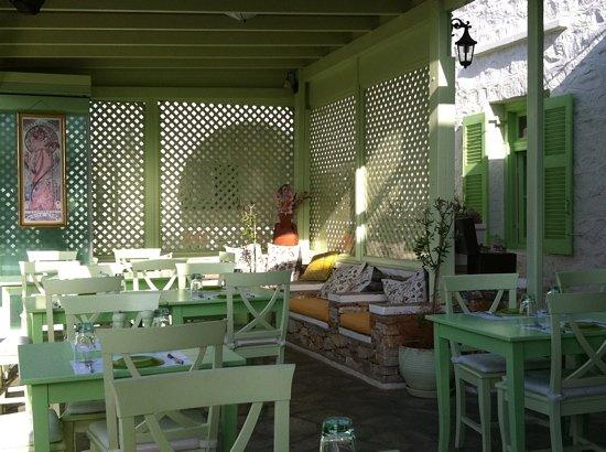 Kamares, اليونان: Absinthe Restaurant, Lounge Corner