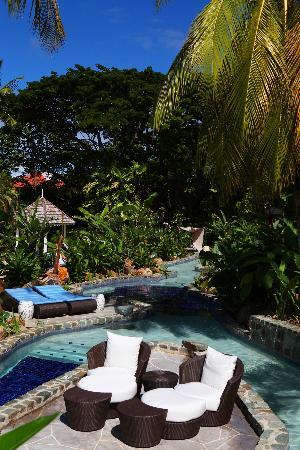 Rendezvous Resort: River pool