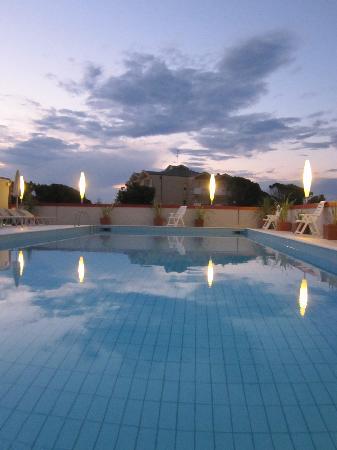Hotel Jasminum: Pool
