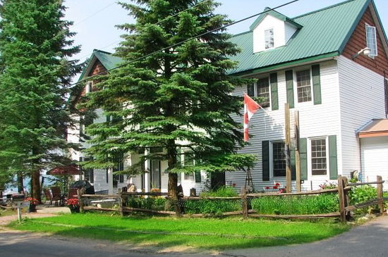 Portage Inn & Cottages