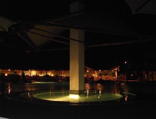 Turtle Bay Beach Club : Pool By night