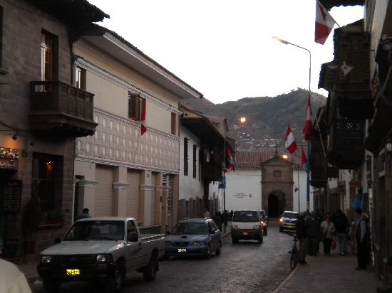 Hotel Sueños del Inka: The street leading to the hotel