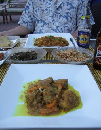 Bamboo Fire Cafe: Monkfish curry, veggie curry, rice, spinach, roti bread and local beer = YUM!