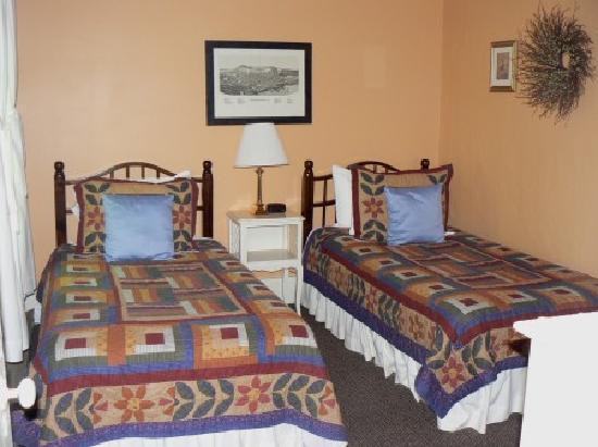 The Phoenix Inn on River Road: Otsego Room - sleeps 2