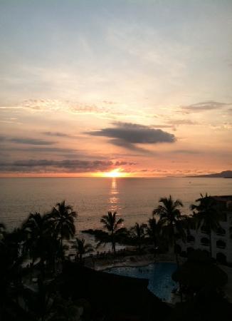 Sunset Plaza Beach Resort & Spa: Sunset view from balcony